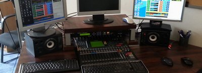 Dnes moderuje Němý DJ ze studia Praha Výtoň